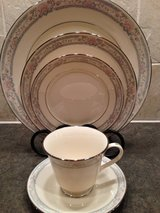 Lenox, Charleston~4- 5 pc-place settings available in Naperville, Illinois